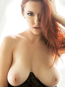 Busty Elizabeth Marxs In Sexy Corset