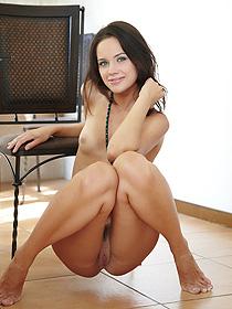 Cassia Looks So Sexy
