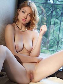 Kika Shows Her Sexy Body