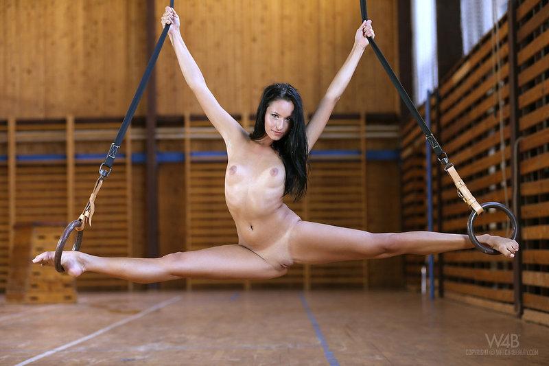голые девушки гимнастки