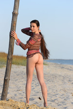 Lola Shows Her Naked Body In The Sand-01