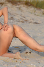 Lola Shows Her Naked Body In The Sand-10