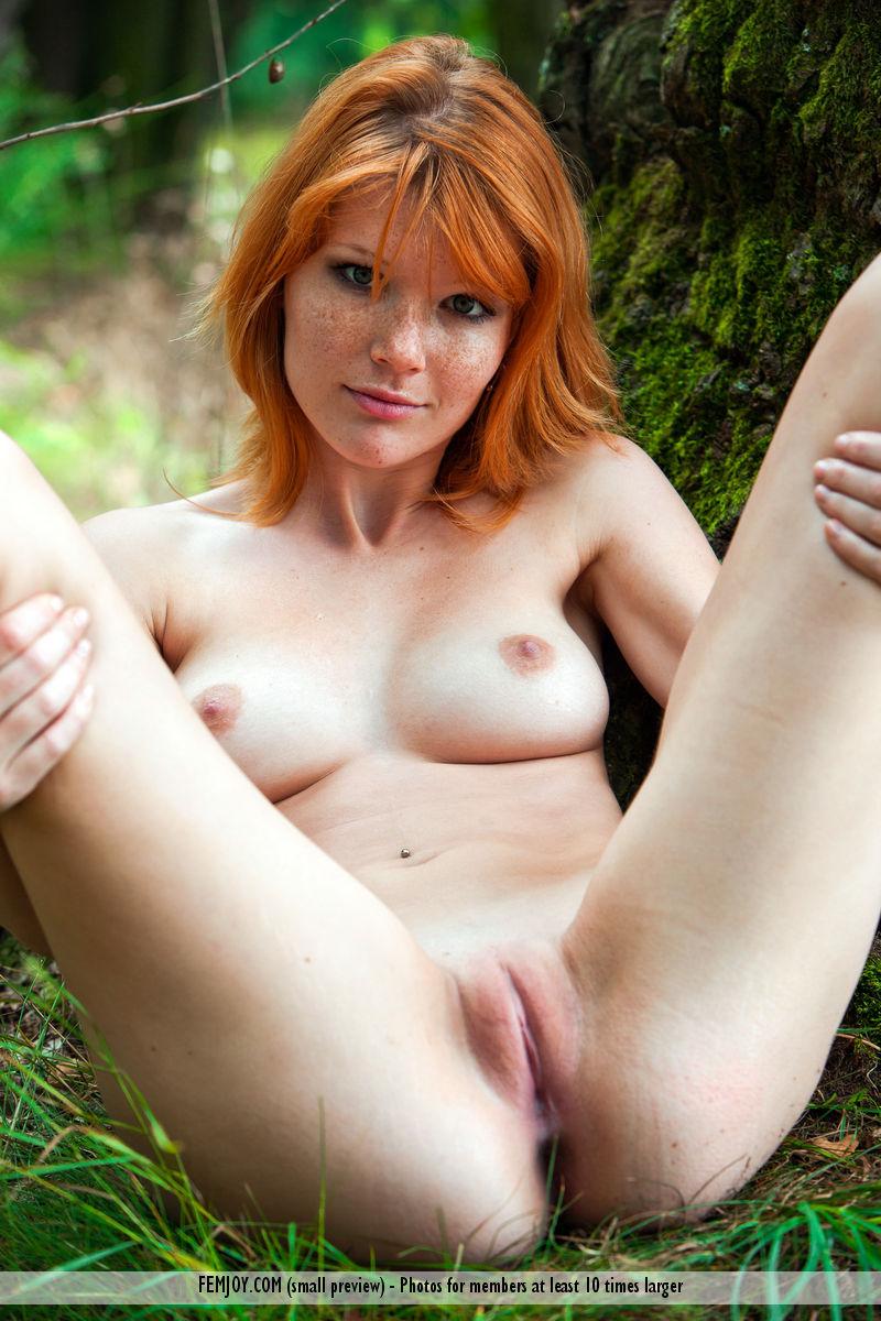 nude blonde coed gets laid