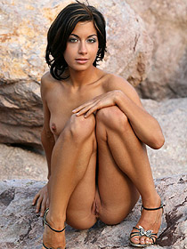 Clelia Is Nude Outdoor